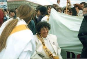 Antoinette Fouque et une délégation de l'Alliance des femmes à la manifestation du 9 avril 1989 pour la liberté de l'avortement.